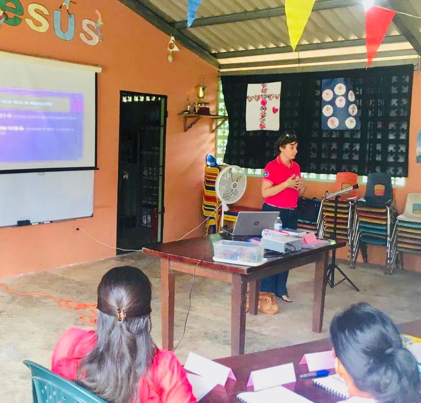 Deaconess Danelle Putnam teaches deaconess students in Panama